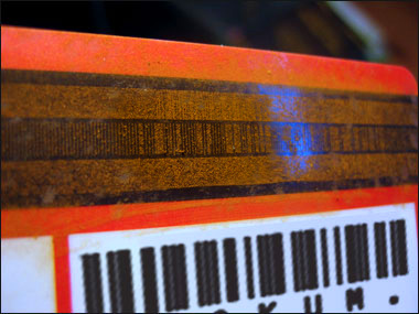 Results of sprinkling iron rust on a magnetic stripe.
